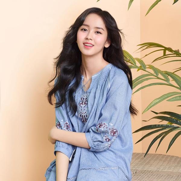 sao-han-18-4-suzy-mac-ao-thung-lo-cho-kim-so-hyun-khoe-ve-ngot-ngao-1