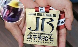'Huy chương vàng vì bạn Linh' - tấm lòng của cậu bạn khiến bố mẹ Linh rơi nước mắt