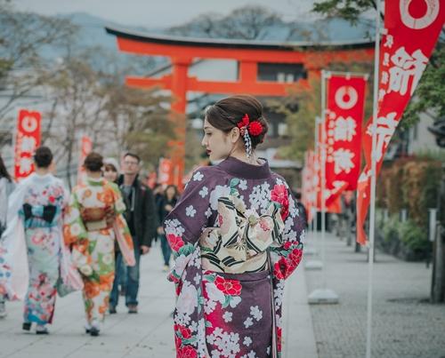 bao-anh-dep-sac-sao-khi-dien-kimono-dao-pho-nhat-5