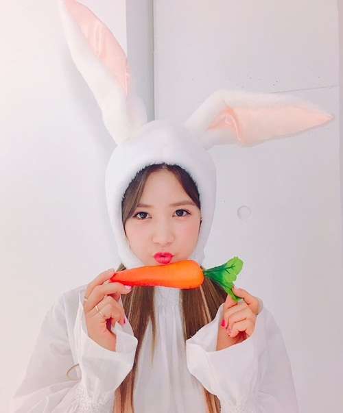 sao-han-19-4-sulli-khoe-nhan-sac-trong-anh-hau-truong-na-yeon-xu-mat-cute-5