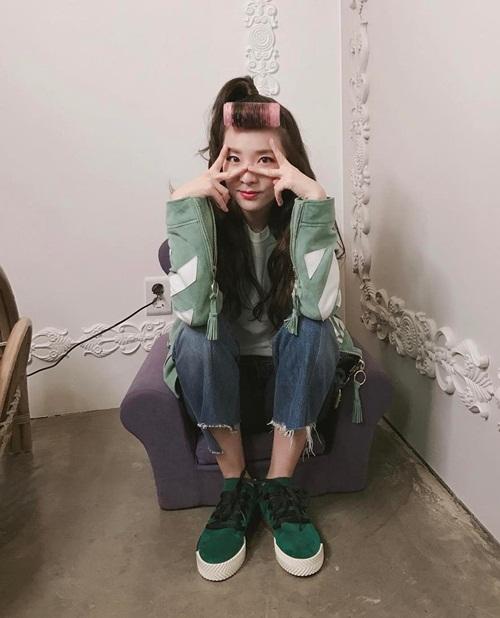 sao-han-19-4-sulli-khoe-nhan-sac-trong-anh-hau-truong-na-yeon-xu-mat-cute-6