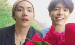Những khoảnh khắc thân thiết của cặp mỹ nam V - Park Bo Gum