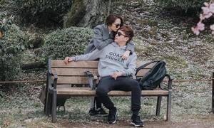 Bảo Anh ôm hôn Hồ Quang Hiếu ở Nhật dập tan tin đồn rạn nứt