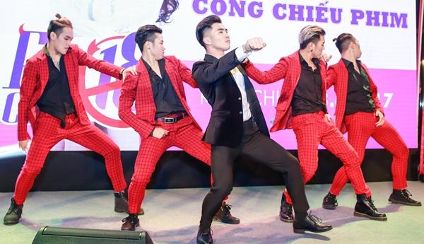 ngo-thanh-van-xi-tin-nhu-gai-18-den-chuc-mung-will-5