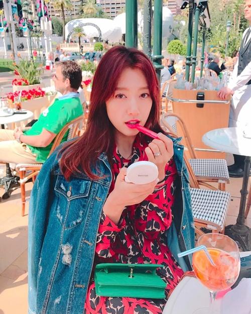 sao-han-22-4-lee-jong-suk-xinh-trai-tu-be-park-shin-hye-mix-do-ruc-ro-1
