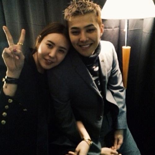 6-idol-kpop-co-anh-chi-em-khac-gioi-giong-ngo-ngang-9