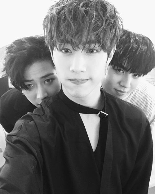 sao-han-25-4-seo-hyun-da-trang-su-joy-chong-nanh-dau-gau-5
