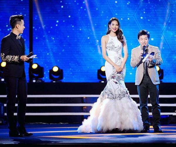 sao-viet-26-4-pham-huong-mac-lai-vay-thien-nga-ho-ngoc-ha-sang-chanh-sau-on-ao-the-face