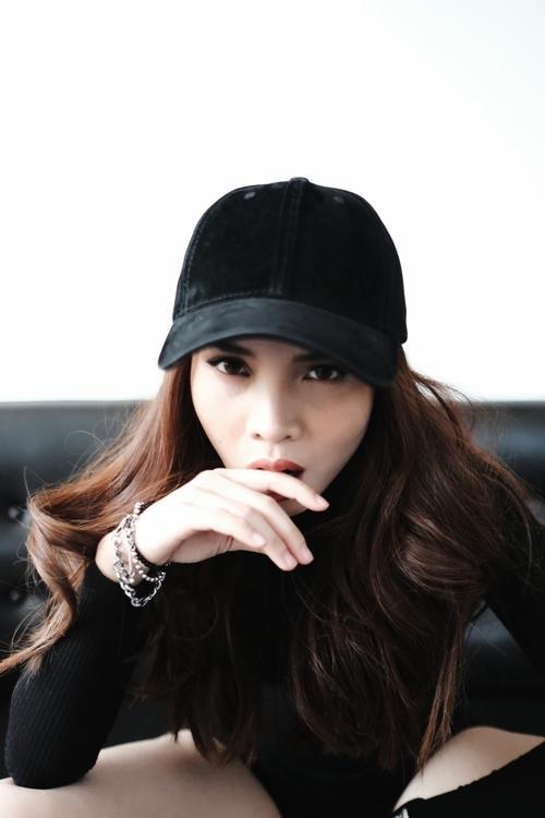 yen-trang-tang-qua-fan-sau-lum-xum-bi-chen-ep-tai-the-remix-2