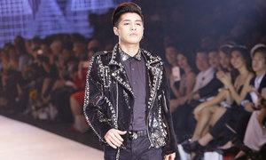 Noo Phước Thịnh tự tin catwalk mở màn show thời trang
