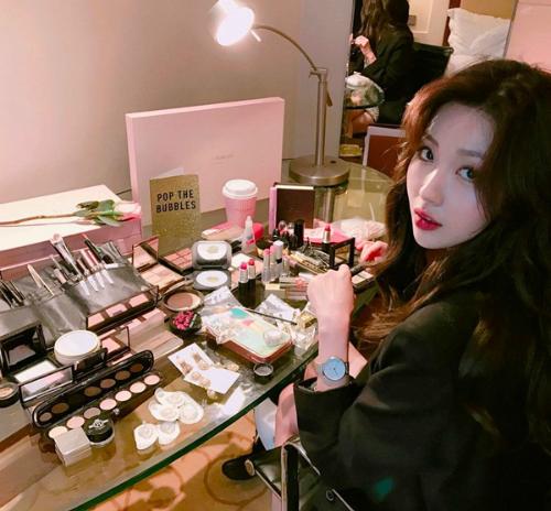 co-gai-han-co-ca-ngan-khuon-mat-nho-tai-makeup-dinh-10
