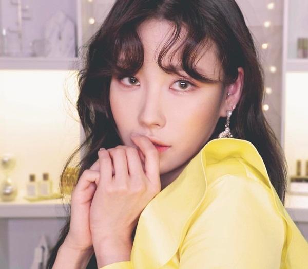 co-gai-han-co-ca-ngan-khuon-mat-nho-tai-makeup-dinh-1