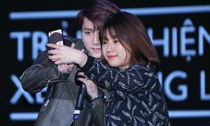Cô gái duy nhất được selfie với Sơn Tùng khiến fan ghen tỵ