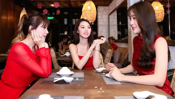 hari-won-dien-cay-do-do-sac-cung-nam-em-4