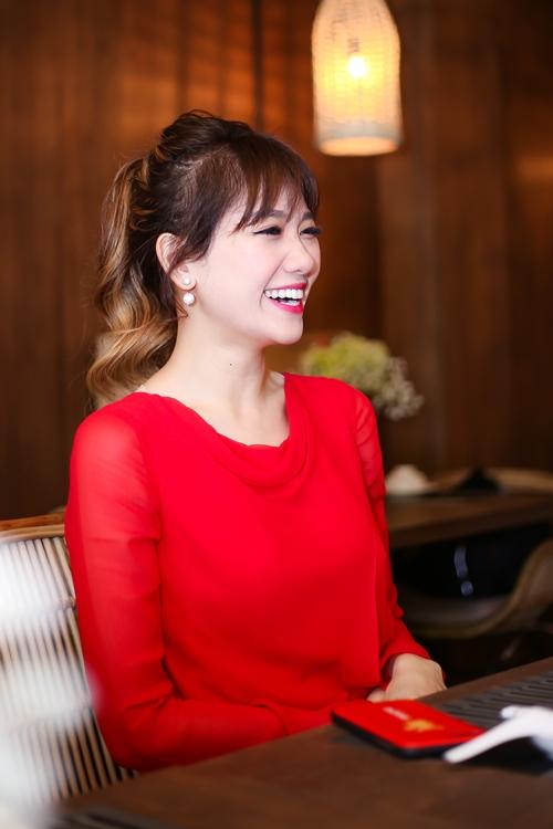 hari-won-dien-cay-do-do-sac-cung-nam-em-5