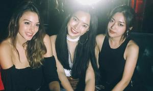 Châu Bùi, Nga Wendy đọ sắc với 'hot girl khoe vòng 1'