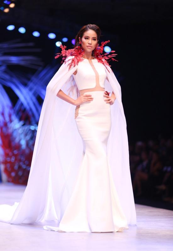3-nang-hoa-hau-dat-show-catwalk-nhat-lang-mot-viet-5