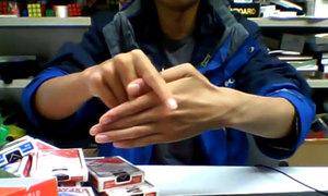 Ảo thuật bẻ ngón tay ảo diệu gây sốt mạng xã hội