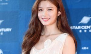 Kim Yoo Jung mặc váy 6,5 triệu đồng nổi bật nhất thảm đỏ Baeksang
