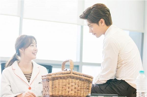 khong-kem-do-bong-soon-my-secret-romance-cung-day-khoanh-khac-cap-doi-chenh-nhau-1-cai-dau