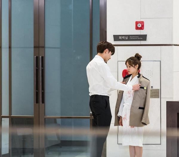 khong-kem-do-bong-soon-my-secret-romance-cung-day-khoanh-khac-cap-doi-chenh-nhau-1-cai-dau-4