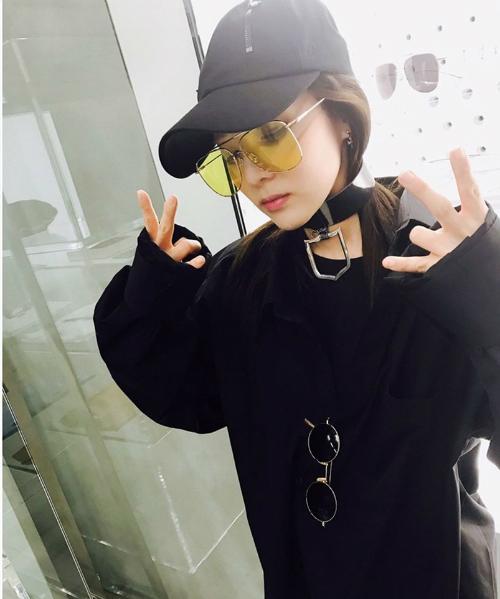 sao-han-5-5-yoon-ah-rang-ro-ben-trai-dep-dara-khoe-style-chat-ngau-1