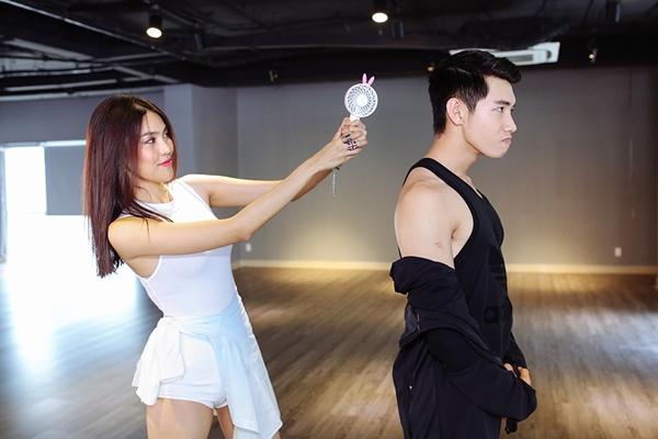 lan-khue-khoe-vu-dao-sexy-ben-quang-dang-5