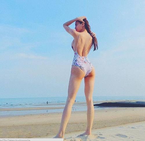 hoc-cach-dien-bikini-cua-my-nhan-vbiz-neu-ban-khong-muon-mua-he-troi-qua-vo-nghia