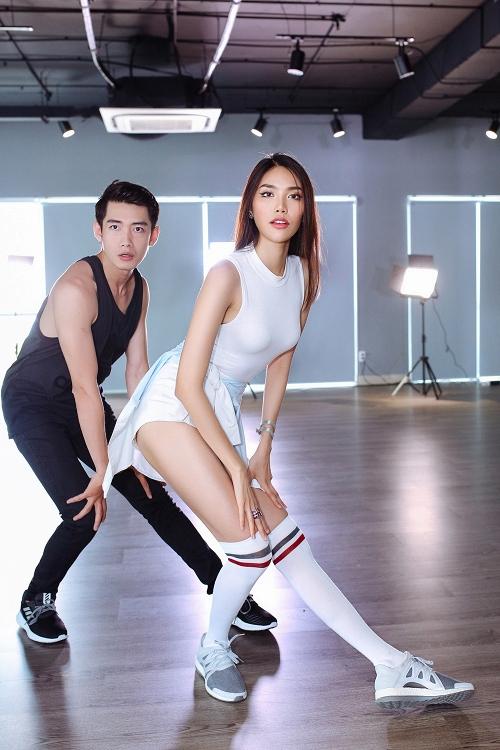 lan-khue-khoe-vu-dao-sexy-ben-quang-dang-1