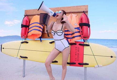 hoc-cach-dien-bikini-cua-my-nhan-vbiz-neu-ban-khong-muon-mua-he-troi-qua-vo-nghia-3