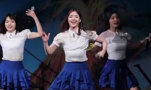 Khoảnh khắc mỹ nữ Hàn 'tuột nội y' vì nhảy quá sung