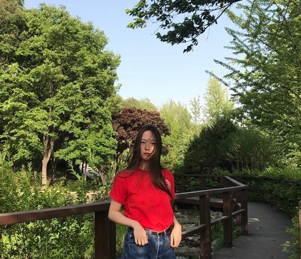 sao-han-7-5-tae-yeon-khoe-vai-tran-goi-cam-iu-lo-ve-ham-an-cuc-cute-6