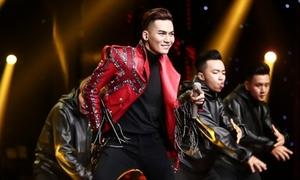 Ali Hoàng Dương nhảy sung, 'liếc mắt đưa tình' khiến HLV phấn khích