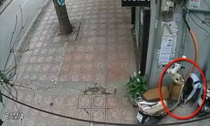 Tên trộm 'hô biến' xe máy khóa chữ U chỉ trong 10 giây