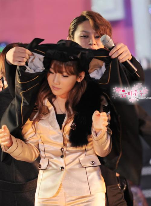 3-my-nam-than-thiet-voi-tae-yeon-nhu-nguoi-yeu-ma-khong-so-fan-ghen-6