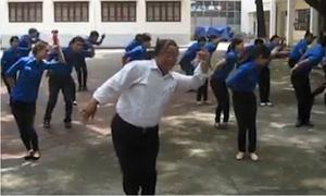Phó Giám đốc Nhà Thiếu nhi Đà Nẵng gây bão mạng xã hội với điệu nhảy 'Đàn gà con'