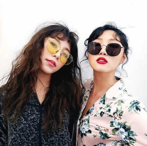 3-kieu-kinh-mat-sao-han-mang-ke-ke-ben-minh-he-2017-10