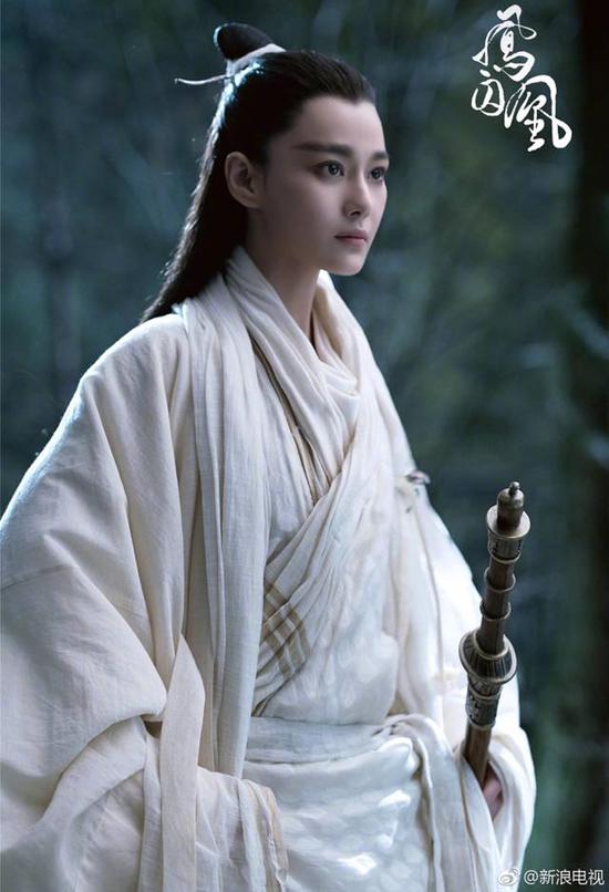 fan-soc-vi-vu-chinh-chon-sao-nu-dong-vai-nam-nhan-trong-phuong-tu-hoang-1