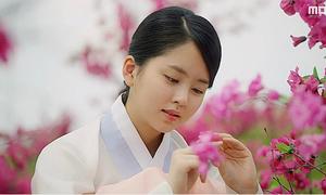 'Mặt nạ quân chủ' tập 1: Kim So Hyun xuất hiện ít vẫn 'lu mờ' mọi bạn diễn