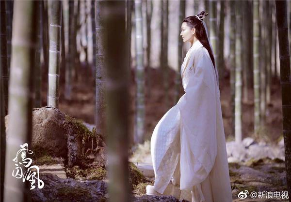fan-soc-vi-vu-chinh-chon-sao-nu-dong-vai-nam-nhan-trong-phuong-tu-hoang-3