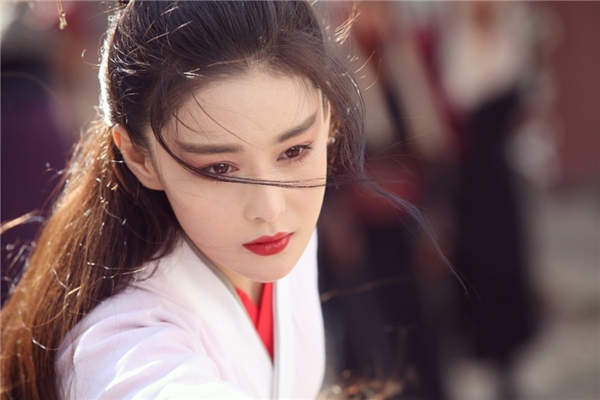 fan-soc-vi-vu-chinh-chon-sao-nu-dong-vai-nam-nhan-trong-phuong-tu-hoang-8