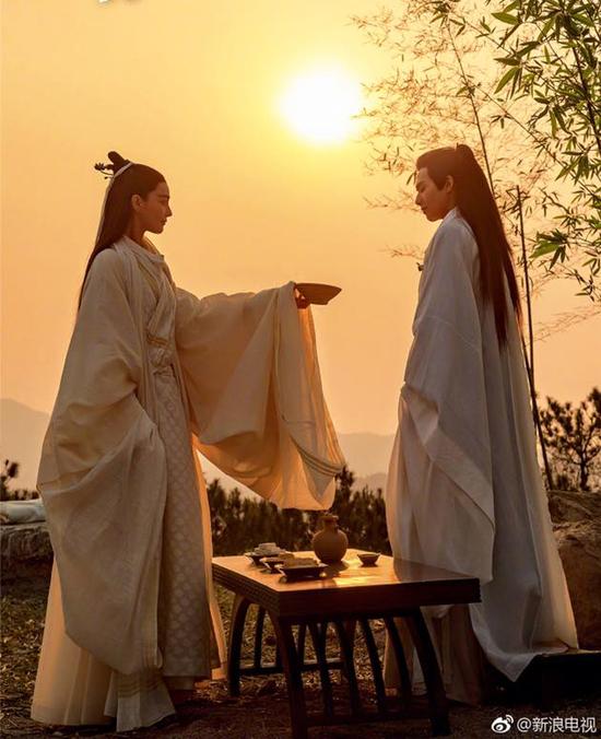 fan-soc-vi-vu-chinh-chon-sao-nu-dong-vai-nam-nhan-trong-phuong-tu-hoang-5