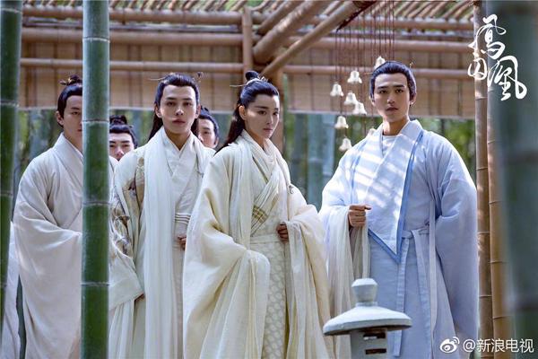 fan-soc-vi-vu-chinh-chon-sao-nu-dong-vai-nam-nhan-trong-phuong-tu-hoang-7