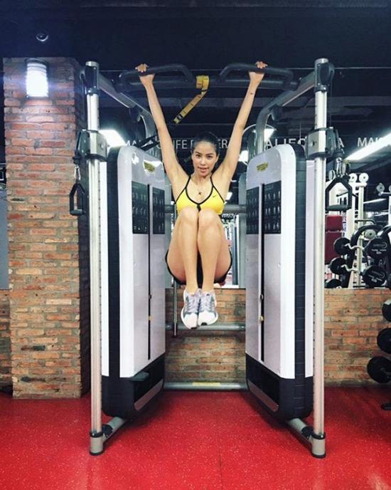 5-nguoi-dep-viet-rat-cham-song-ao-o-phong-gym-3