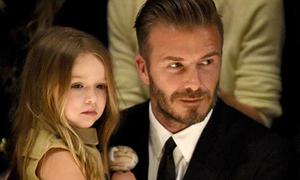Con gái David Beckham ăn mặc sành điệu hơn mẹ