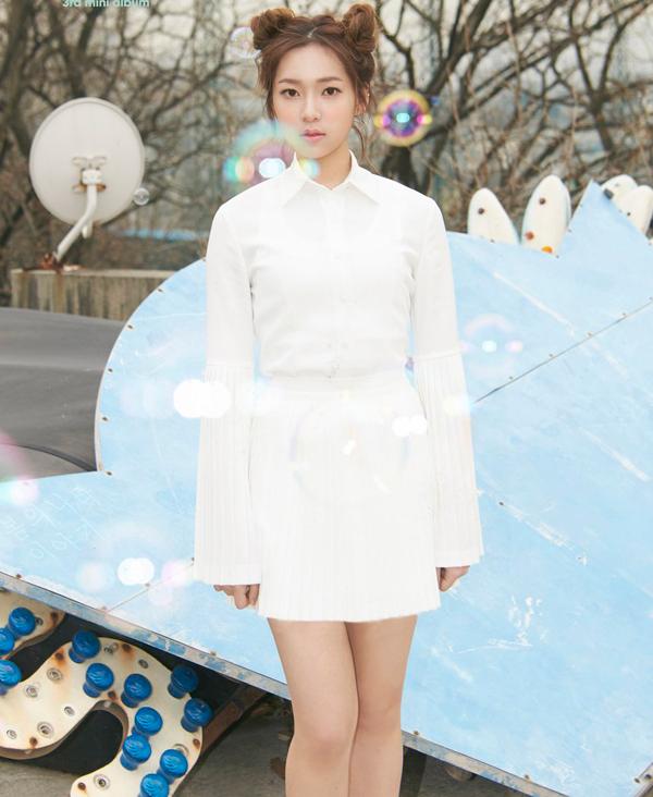 nhung-idol-han-10x-mac-vay-ngan-lo-chan-dai-mien-man-5