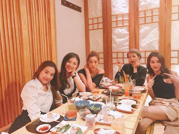 sao-viet-13-5-elly-tran-sexy-khong-can-chinh-huong-giang-xuyen-dua-qua-dau-3
