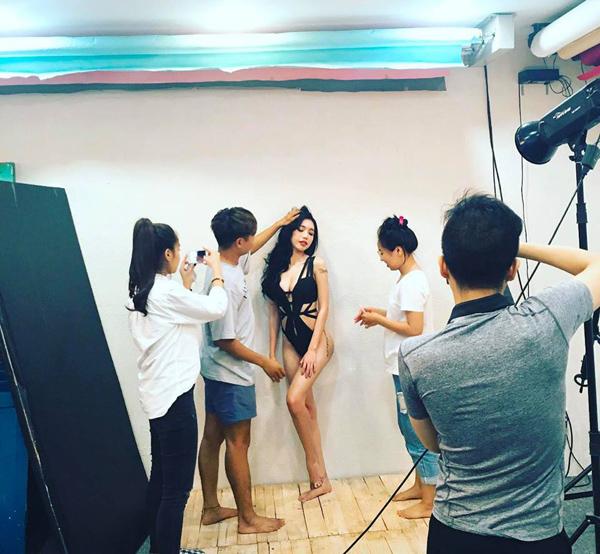 sao-viet-13-5-elly-tran-sexy-khong-can-chinh-huong-giang-xuyen-dua-qua-dau-2