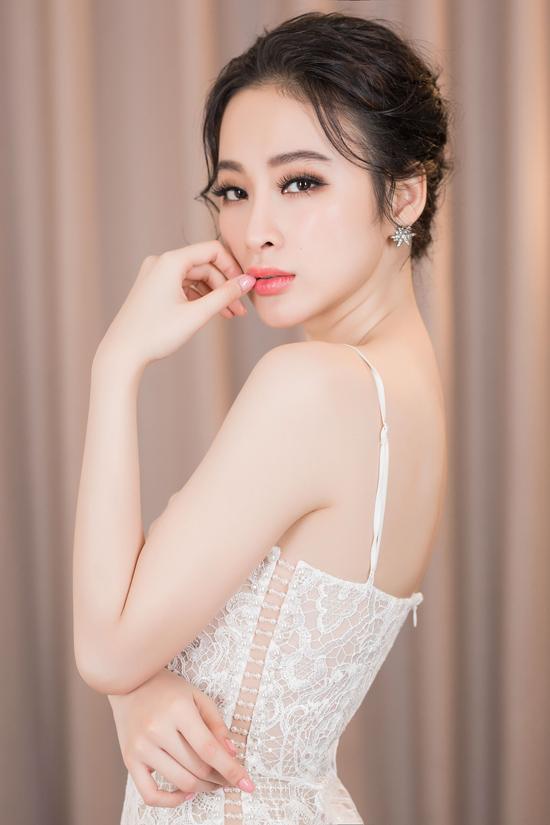 angela-phuong-trinh-khoe-duong-cong-s-line-duoc-fan-vay-kin-5