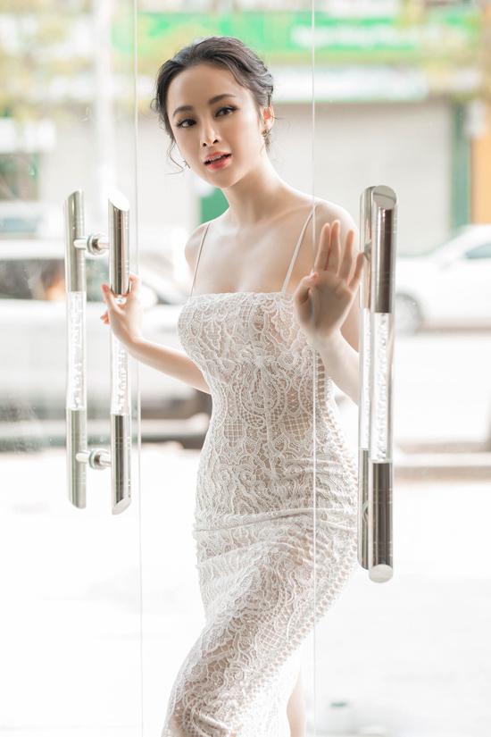 angela-phuong-trinh-khoe-duong-cong-s-line-duoc-fan-vay-kin-4